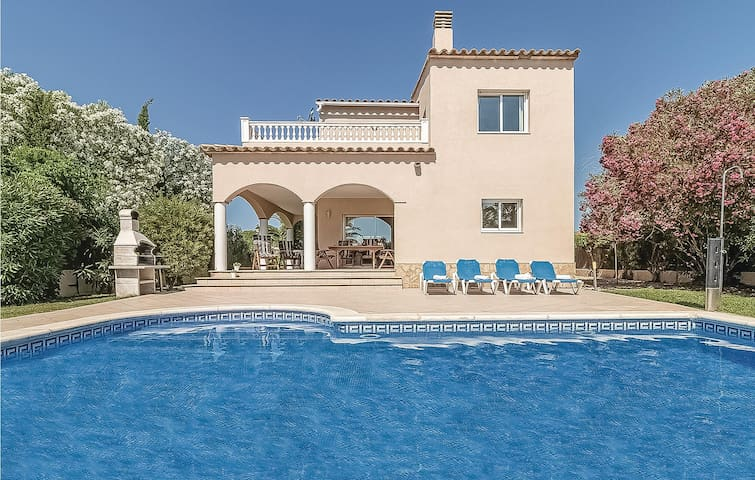Holiday cottage with 4 bedrooms on 160m² in Sant Pere Pescador