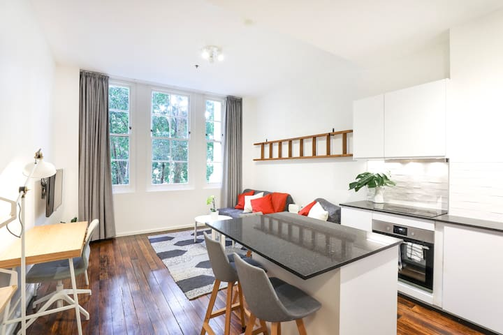 Darling Harbour City Apartment