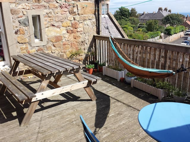 Large bedroom in well located quirky house - Crail - Casa