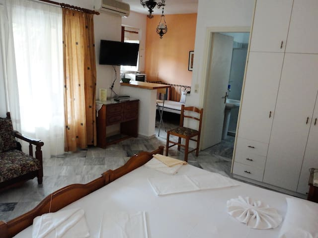 Studio for 3/4 persons near the sea and the beach