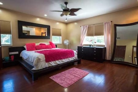 Large Suite 4 pool, jacuzzi, grill! - North Miami - Pousada