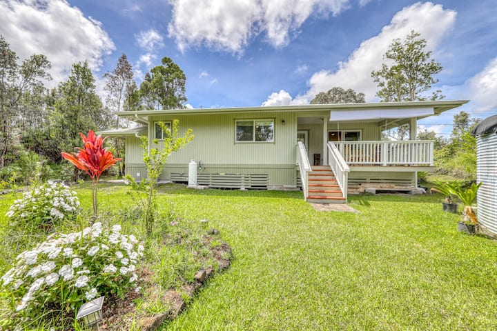 Beautifully built home on a dead end street w/ a covered lanai & full kitchen