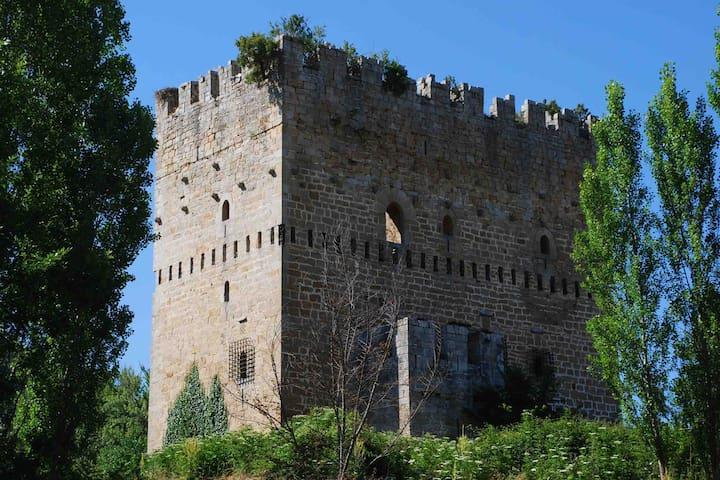 Chalet con vistas a un castillo medieval
