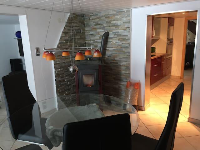 Ruhiges, komfortables Zimmer mit guter Anbindung! - Leutkirch im Allgäu - บ้าน