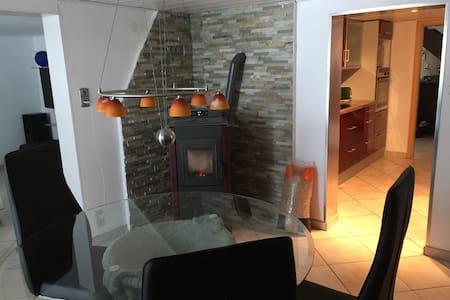 Ruhiges, komfortables Zimmer mit guter Anbindung! - Leutkirch im Allgäu - Casa
