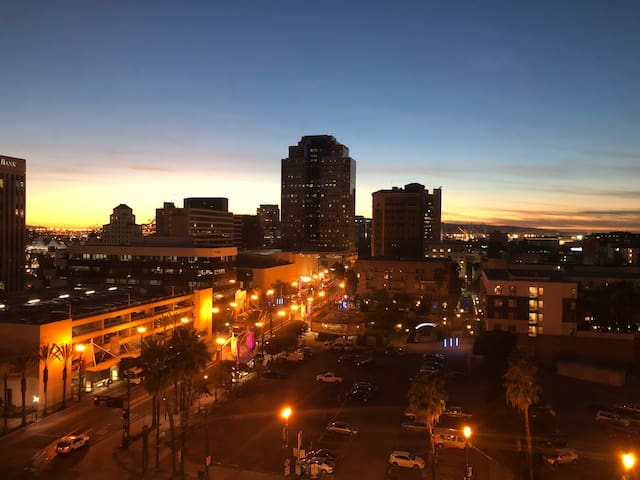 Downtown Long Beach Sunset View Apartment