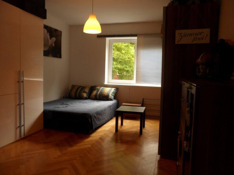 Schlafzimmer Bett für 2. Plus 2 Matratzen für weitere Gäste Kinder'