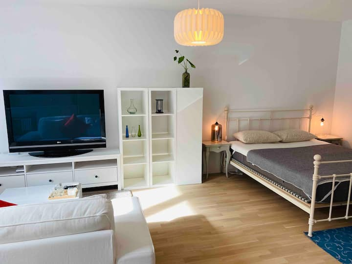 Cosy studio-15 min bus to city center