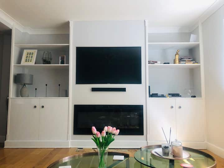 Modern flat just 20 minutes from central London.