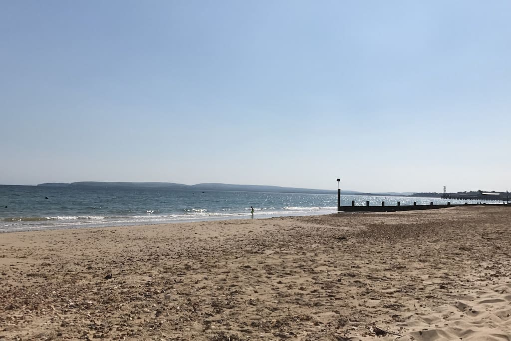 4 minutes from the beach and town centre