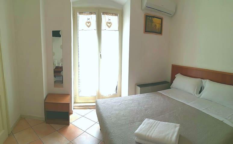 (^_-) Twin Room near Termini Station (^o^)