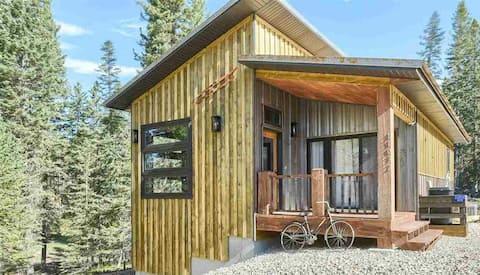 Cabin w/Hot Tub on Terry Peak-10 miles to Deadwood