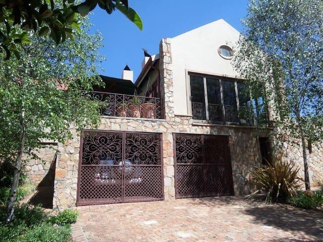 Berken Guest House - Dullstroom - Hus