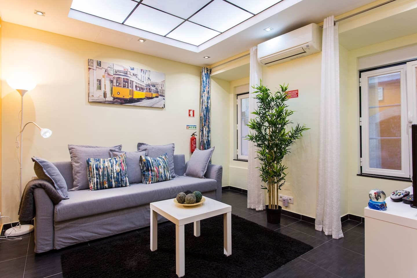 """A very cozy house right in the center of Lisbon - """"Bica 16"""""""