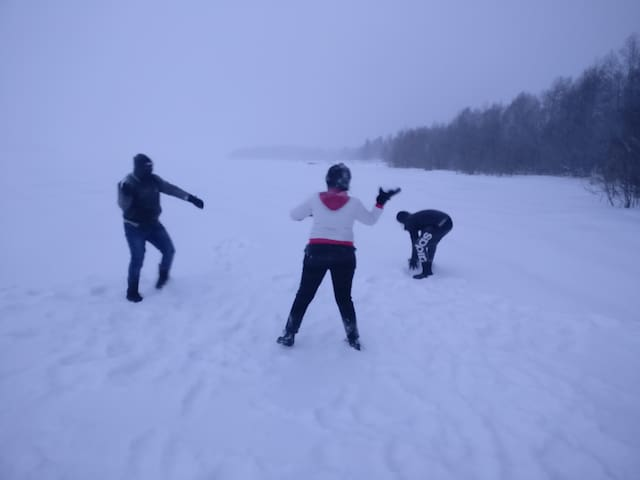 Snowball fight at Kemijoki river