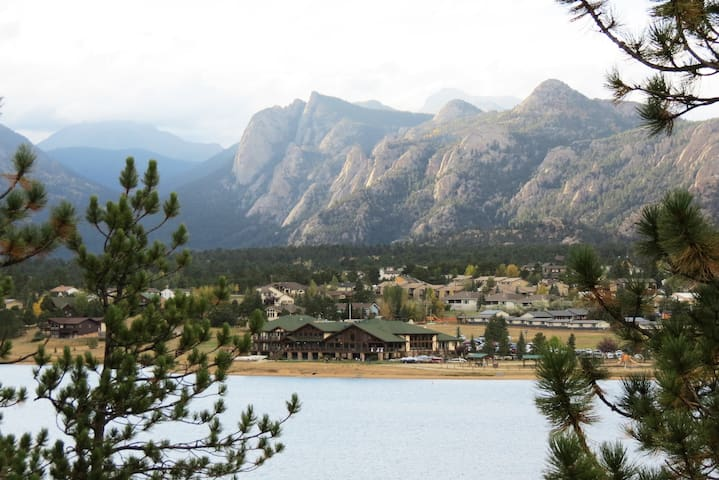The Lake House - Overlooks Lake Estes! - Great Views of Lumpy Ridge! -- EV #3342