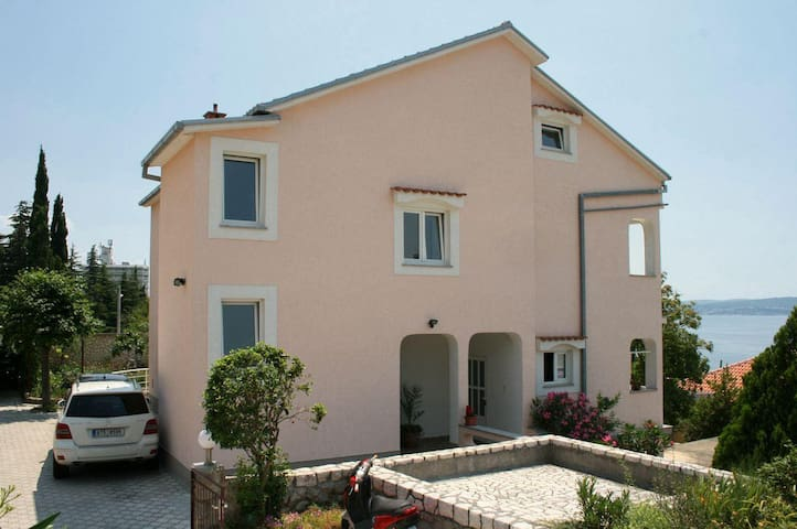Two bedroom apartment with terrace and sea view Dramalj, Crikvenica (A-5515-a) - Dramalj - Appartement
