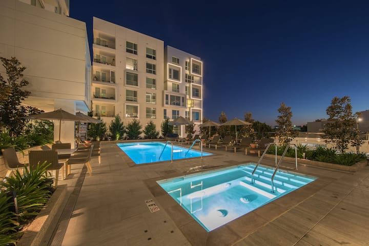 ✪ Luxury 5-Star 1BR I Rooftop I Pool View I SALE ✪