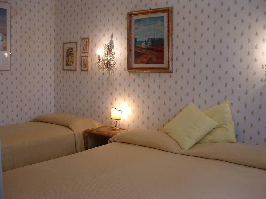 camera principale 1 letto matrimoniale e 1 singolo