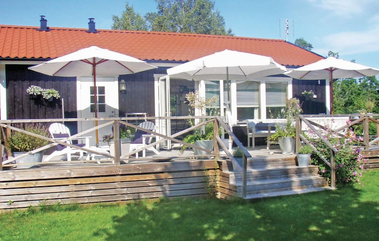 Holiday cottage with 2 bedrooms on 60 m² in Lärbro