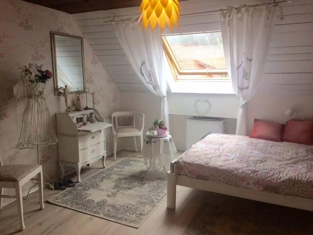 Gemütliches Shabby-chic-Zimmer mit eig.Bad - Tettnang - Apartment