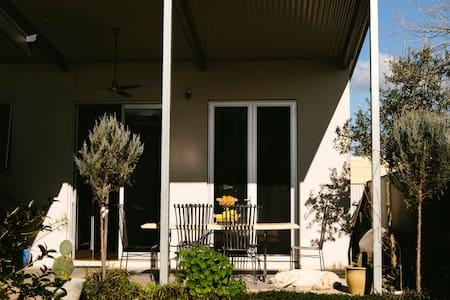 Modern studio with breakfast* - Wangaratta - Bed & Breakfast