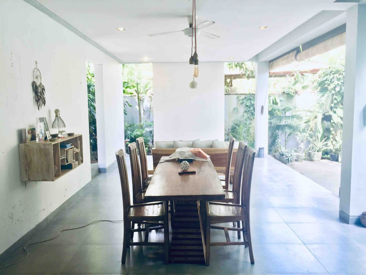 Semi-open contemporary chic villa living in quiet nature (no rooster nor dog barking noise)