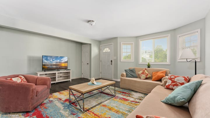 Renovated beach house.  Come work from the beach!