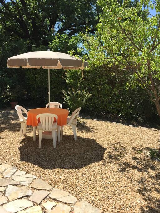 T1 en rez de jardin au coeur de la provence apartments for Jardin google translate