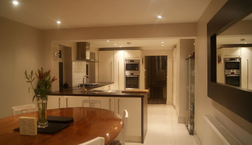 Private double room in our period home - Dublin - House