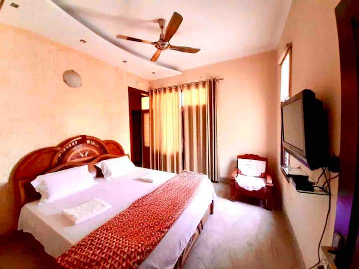 4bhk family house|FREE Breakfast|Good location &AC