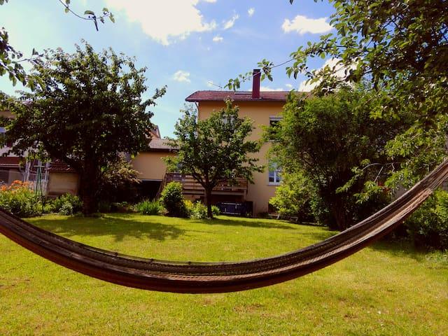 Maison de village avec terrasse et jardin