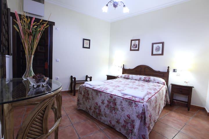 Hostal Rocio Habitacion de Matrimonio - Sanlúcar la Mayor - Lakás