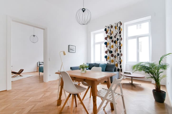 bright and spacious apartment next to city center