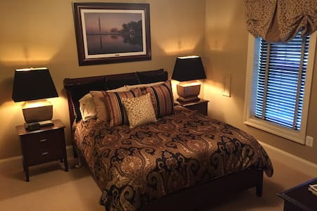 The Capital Bedroom- NEW ON AIRBNB - Paeonian Springs