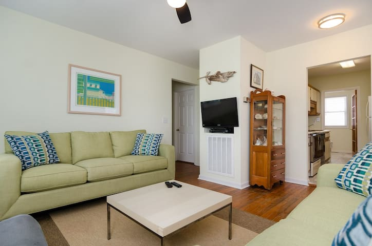 Walsh (Lower Unit)-Cozy unit at the south end with sound and ocean views