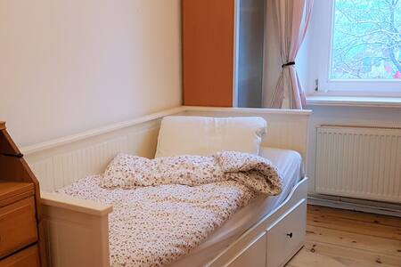Bright bedroom in the heart of Kreuzberg - Berlín