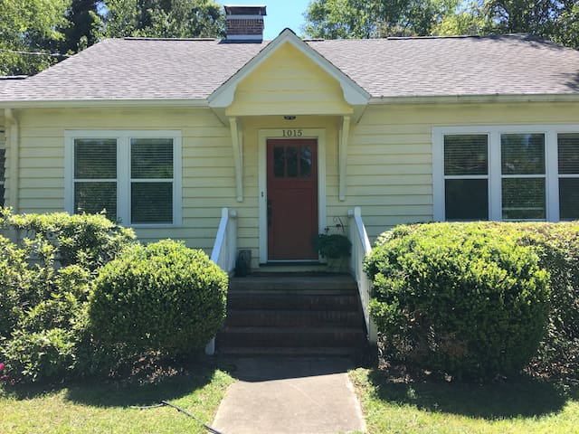 Comfortable room for up to two in Mid Town - Tallahassee - Casa