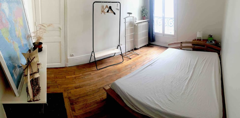 Clean and quite room close to Montmartre