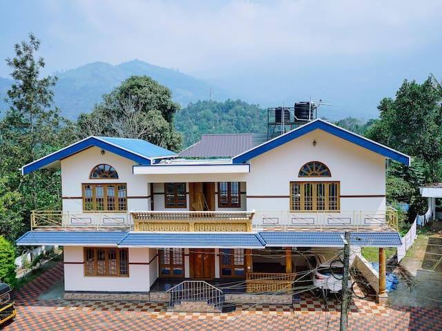 OYO Elegant 2BHK Home in Kunchithanny, Munnar