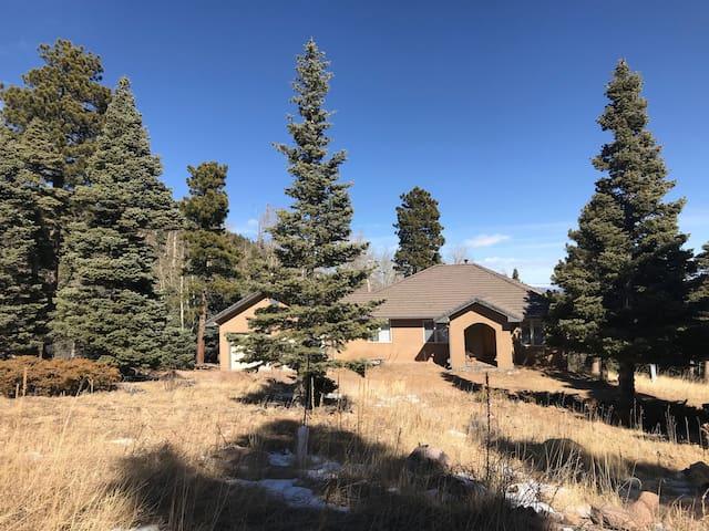 Spacious Mountain Home- Wifi, Rainbow Trail Access