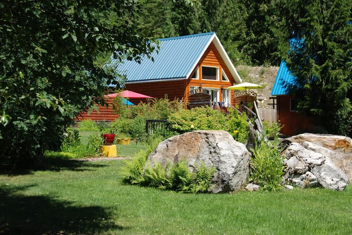 The Mackenzie Cabin at Griffin Lake - Malakwa
