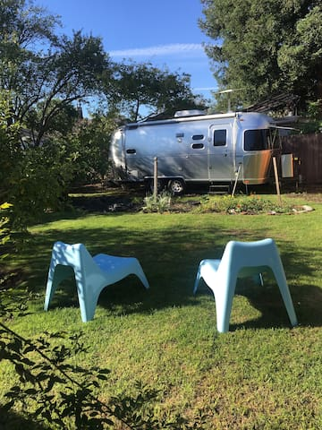 Airstream + Quiet Garden=Delight