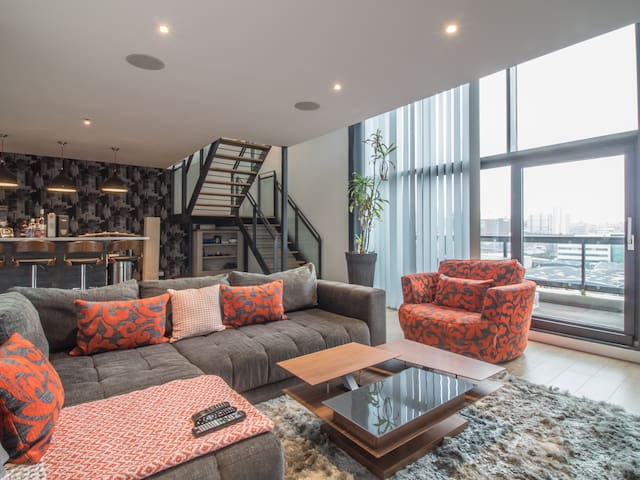 Spectacular Duplex Penthouse, 3BD, Private Balcony