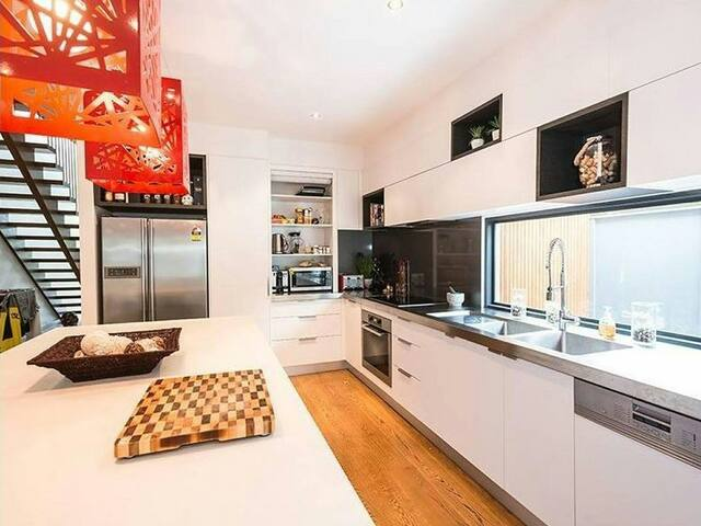 Spacious three bedroom home - Beaumaris - 一軒家
