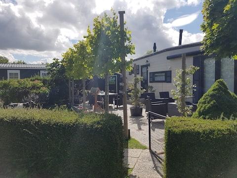 Luxe chalet in Zeeland met mooie tuin en airco