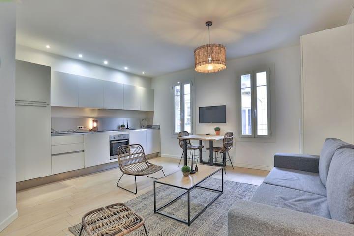 Beau Studio, plein centre, dernier étage, calme