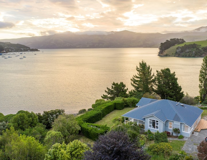 Stylish Seaview Villa perched above Akaroa