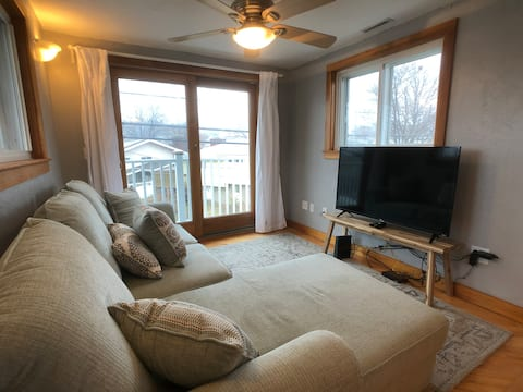 Cozy Apt Steps Away from the Beach & Free Parking!