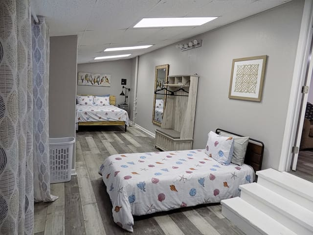 1st Bedroom with 1 queen and 2 twin beds